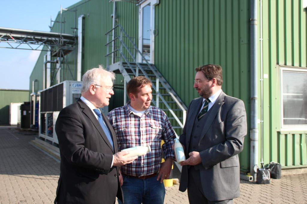 Landtagspräsident Bernd Busemann, Unternehmer Thomas Hauschild und Bürgermeisterkandidat Matthias Weigmann im Gespräch.